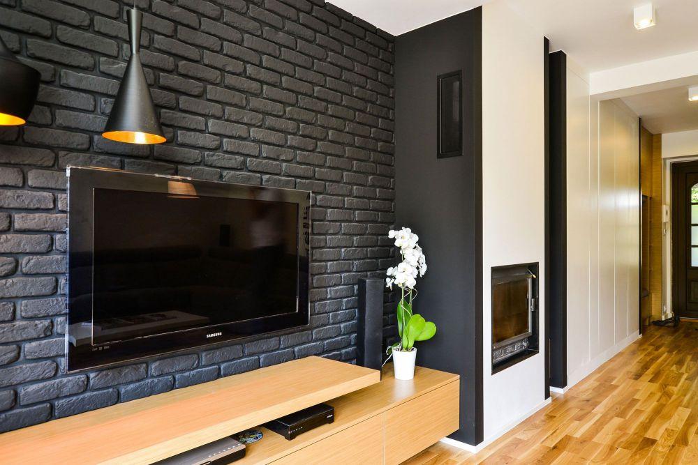 стена из гипсовой плитки под кирпич