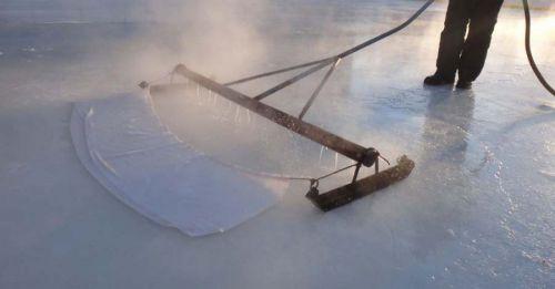 Как сделать каток на участке? Заливаем натуральный лед, а для теплых зим выбираем пластиковый каток